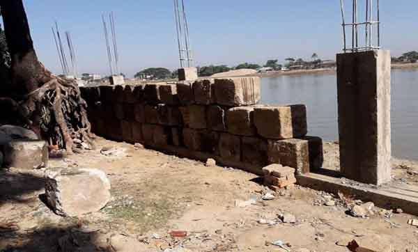 জামালগঞ্জে পাউবোর ব্লক দিয়ে খাদ্য গোদামের সীমানা প্রাচীর নির্মাণ